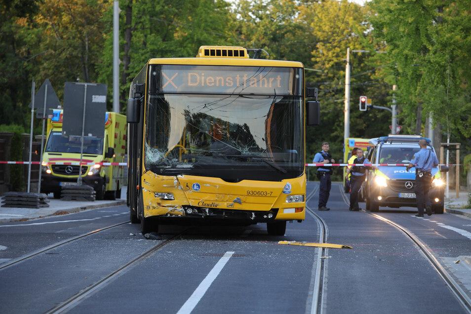 Dieser Bus wurde am Mittwoch in einen schweren Unfall verwickelt.