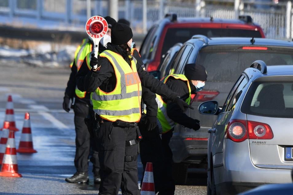 Die Polizisten hatten sich am Mittwoch zwischen stadteinwärts positioniert.