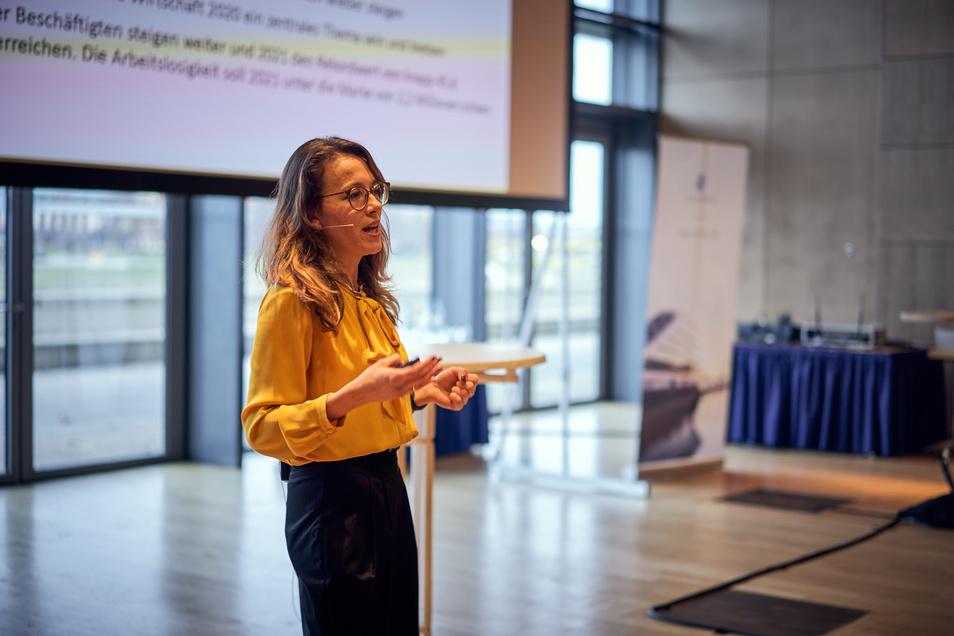 """Karolina Decker spricht im """"Frauen Finanz Forum"""" über die Anlagetrends 2020."""