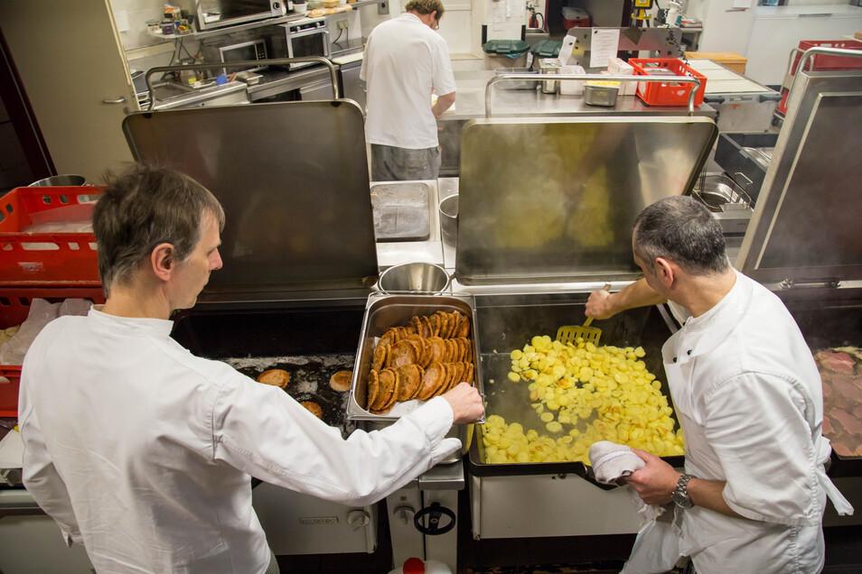 Die Küche im Bürgerhaus kocht für das Restaurant im Haus, aber auch preiswertes Mittagessen für die städtischen Kindereinrichtungen sowie Schulen. Und jetzt auch für das Gymnasium in Niesky.