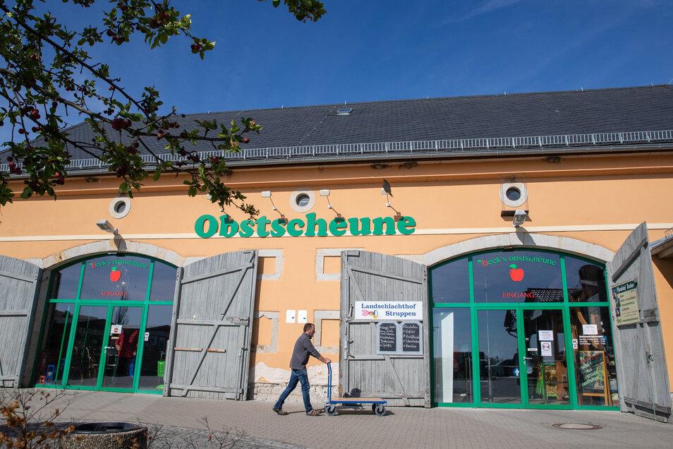 Die Obstscheune an der B172 in Krietzschwitz bei Pirna: Wenn keine Touristen in die Sächsische Schweiz fahren, ist auch hier weniger los.