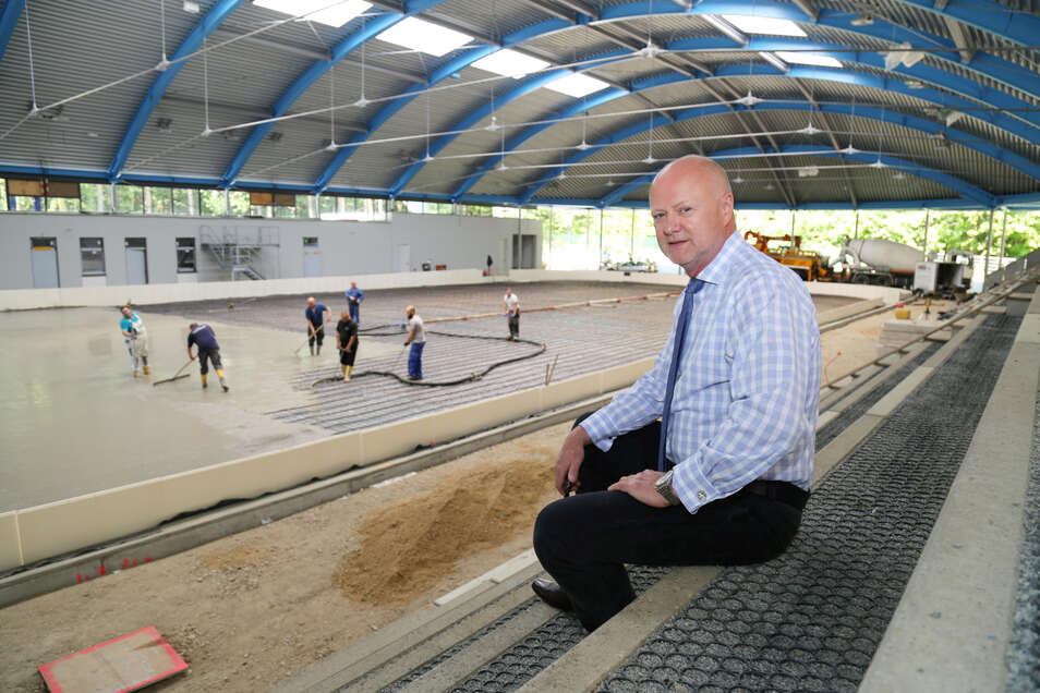 Das wichtigste Projekt des Eislaufvereins Niesky der letzten Jahre war der Neubau des Eisstadions. Jörn Dünzel half als Präsident mit, die Widerstände aus dem Weg zu räumen. Nun hat er sich vom Chefposten des ELV zurückgezogen.