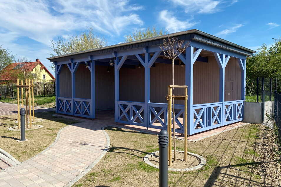 Die Stühle und Tische für den großen Pavillon im Garten werden in den nächsten Tagen noch geliefert.