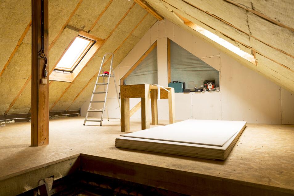 Ein gedämmter Dachboden kann noch weiter als nutzbarer Wohnraum ausgebaut werden.