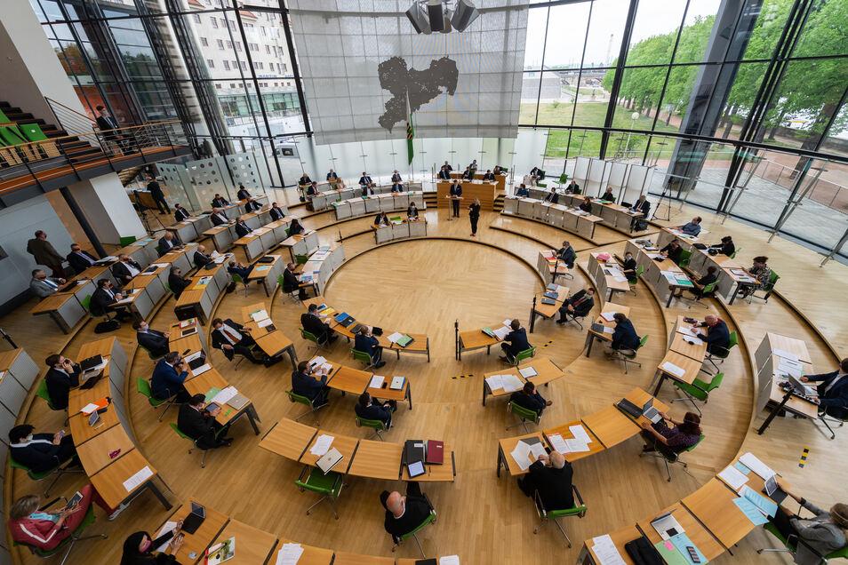 Aufgrund der Coronavirus-Pandemie kommt der Landtag mit weniger Abgeordneten und nur zu einem Sitzungstag zusammen.