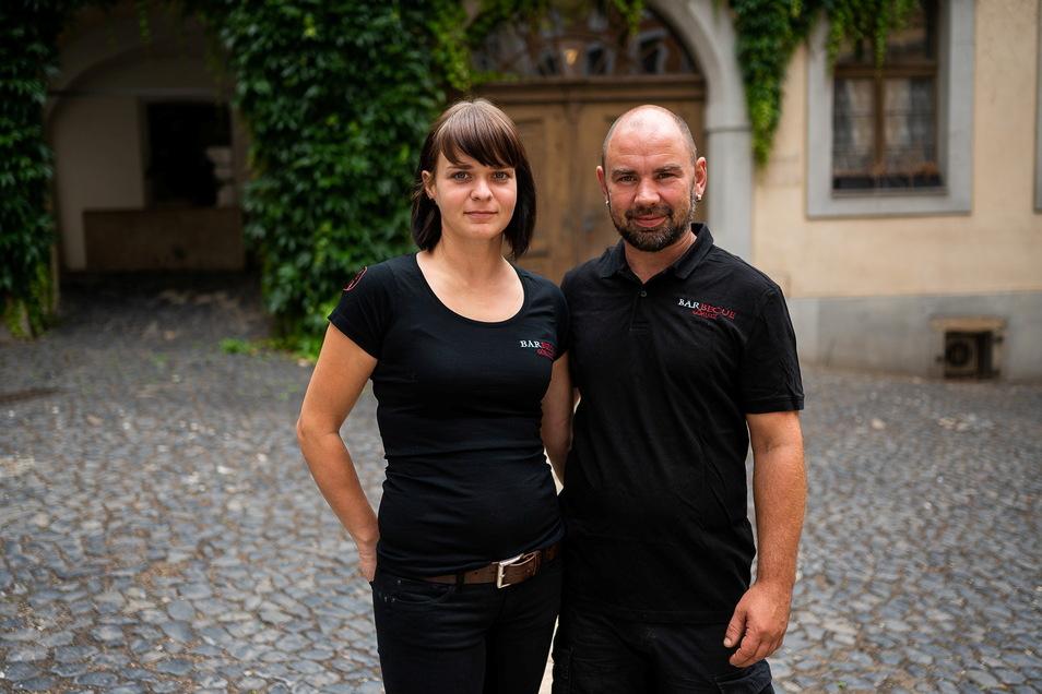"""Stephanie und Andreas Nixdorf betreiben das Restaurant """"Barbecue"""" in der Neißstraße in Görlitz. Hier stehen sie auf der Fläche, wo sie bald auf einer neuen Terrasse einen Biergarten betreiben."""