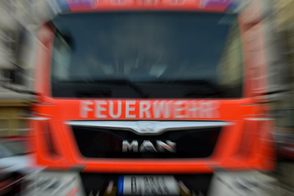 Mehrere Feuerwehren fuhren am Sonntag nach Großdubrau.