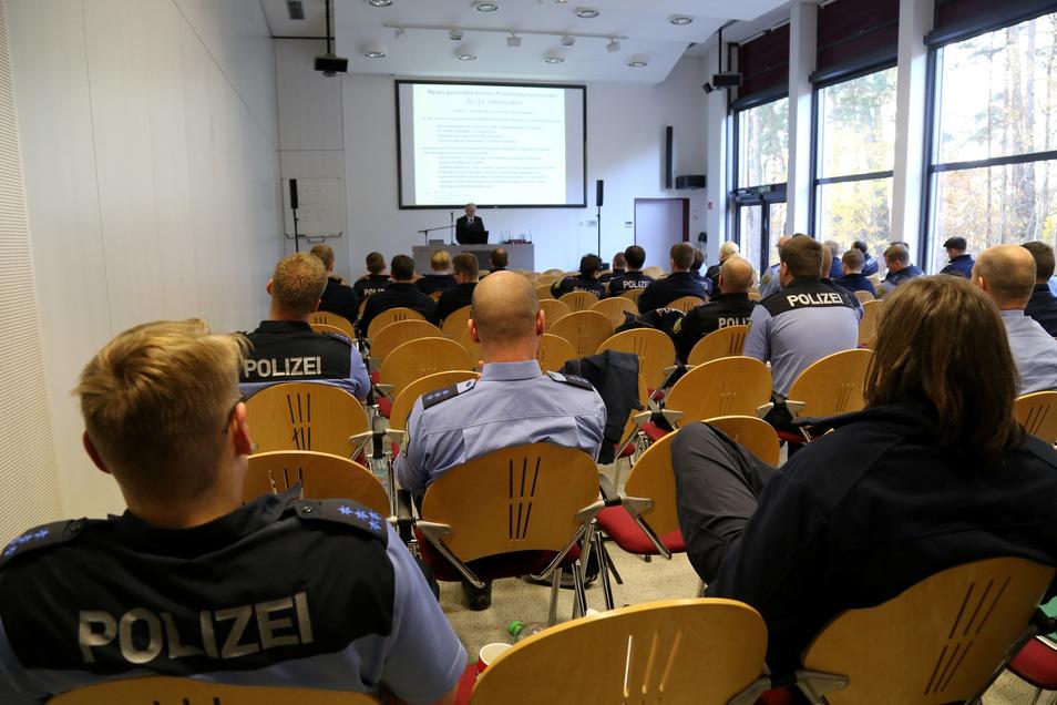 Seit Mitte März gab es solche Bilder in den Hörsälen der Polizeihochschule in Rothenburg nicht mehr. Ab 1. Oktober soll es jedoch wieder Präsenzpflicht beim Studium für die künftigen Komissare geben.
