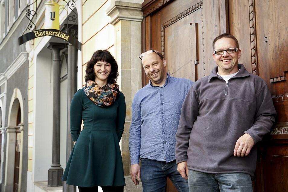 Sie gingen 2015 frohen Mutes im Bürgerstübl an den Start: Carmen und Bernd Schade mit ihrem Küchenchef Matthias Weise (rechts).