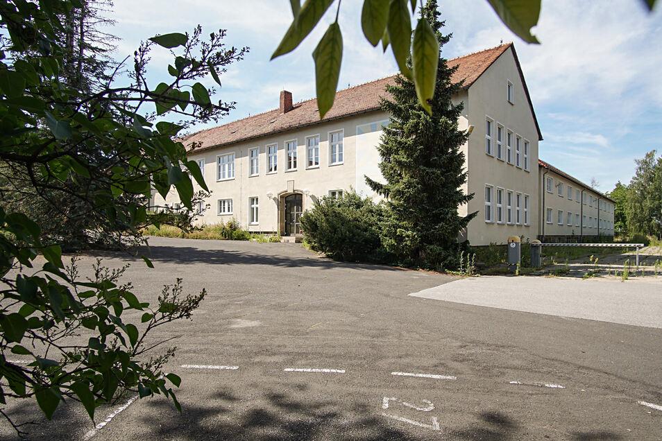 Der Komplex an der Löbauer Straße in Bautzen war schon einmal als Standort für eine neue Grundschule im Gespräch. Jetzt steht das Gebäude erneut im Fokus.