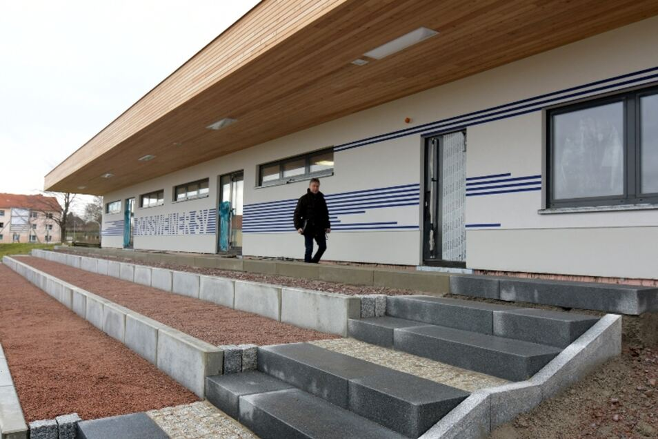 Allerhand Kritik gibt es zum neuen Sozialtrakt am Sportplatz an der Haßlauer Straße, vor allem zu dessen Innenausstattung.