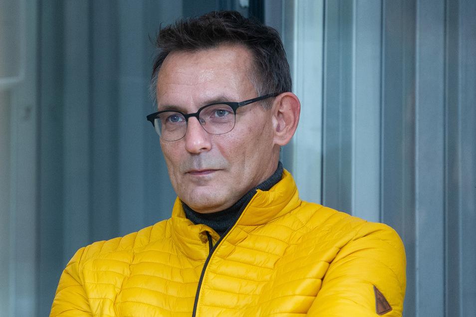 """Dynamos Geschäftsführer Michael Born kämpft gegen das """"nervige Bierbecherwerfen"""", das den Verein jede Saison viel Geld kostet."""