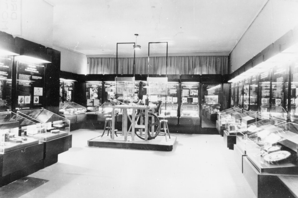 So sah es im früheren Glashütter Uhrenmuseum aus., das damals noch Traditionskabinett hieß und im Kulturhaus untergebracht war. 1992 zog es in die Manufaktur um.