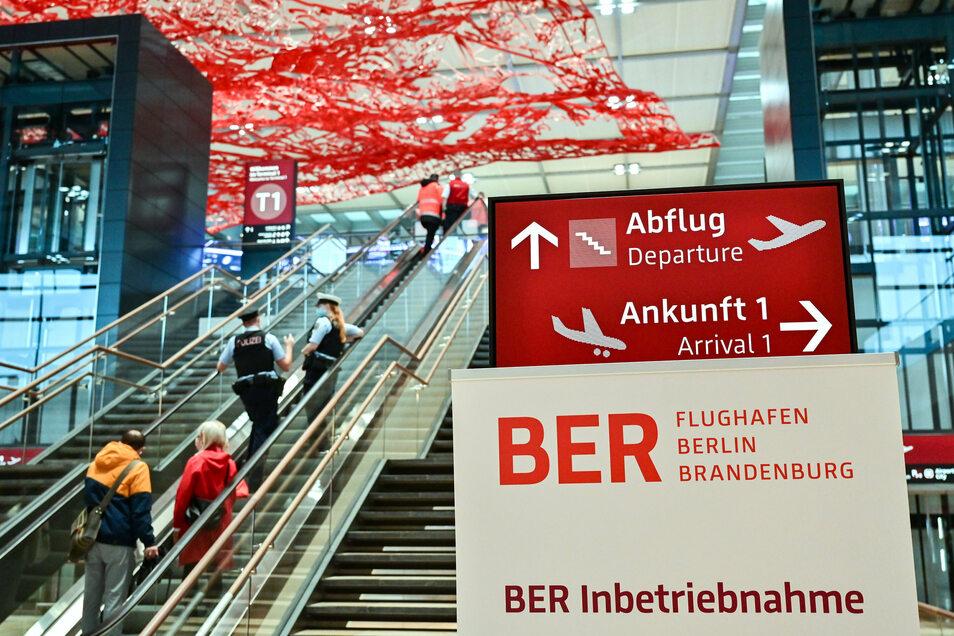 Der neue Hauptstadtflughafen BER ist nach jahrelangen Verzögerungen am Samstag eröffnet worden.
