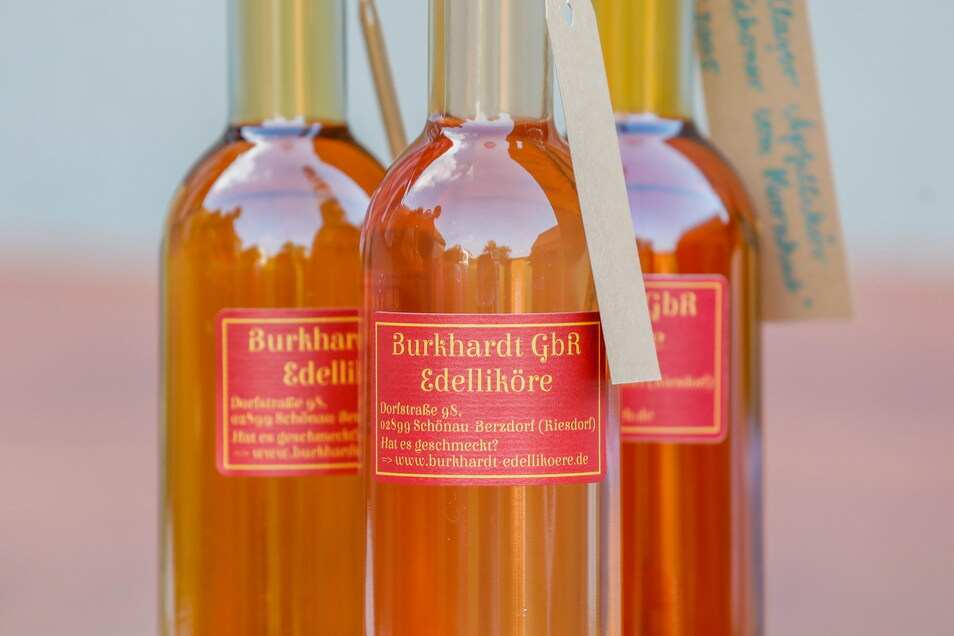 Um die Liköre vermarkten zu können, haben Burkhardts eine eigene Firma gegründet, die sie im Nebenerwerb führen.