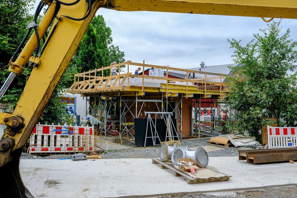 Das neue Steuerungshaus wird höher gebaut, damit die Anlage bei Hochwasser nicht absäuft.