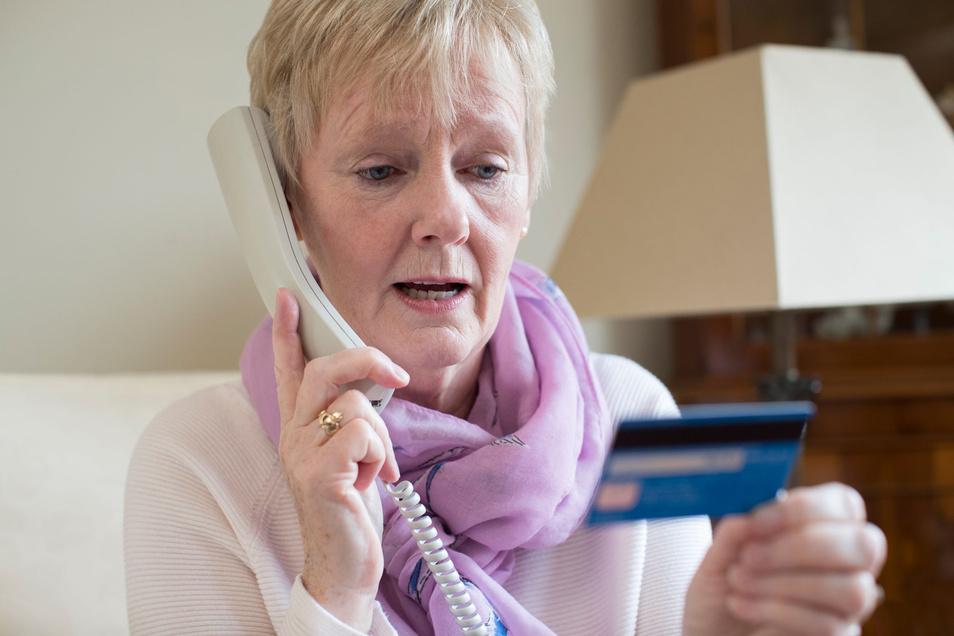 Ihr Geld ist in Gefahr! – Wer solche Anrufe erhält, sollte am besten gleich wieder auflegen.