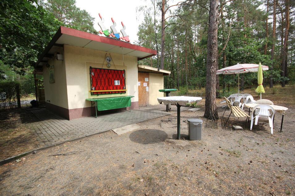 Der Kiosk am Tornoer Teich wurde 29 Jahre lang von Angelika Paege betrieben. Ende Oktober geht sie in Ruhestand. Einen Käufer für den Imbiss hat sie gefunden.