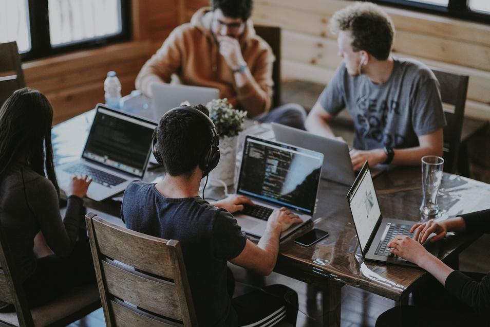 Nur durch das richtige Sammeln und Auswerten von Daten kann ein Unternehmen eine erfolgreiche Business-Intelligence Strategie auf die Beine stellen.