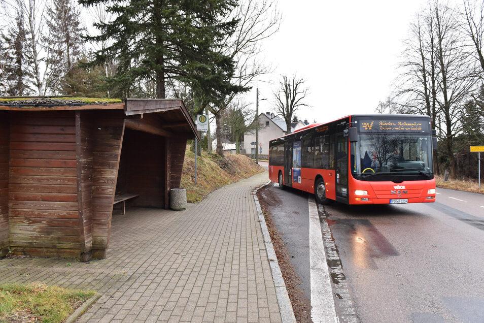 """Die Bushaltestelle in """" Pretzschendorf Mitte""""  soll als eine der ersten Haltestellen barrierefrei ausgebaut werden."""