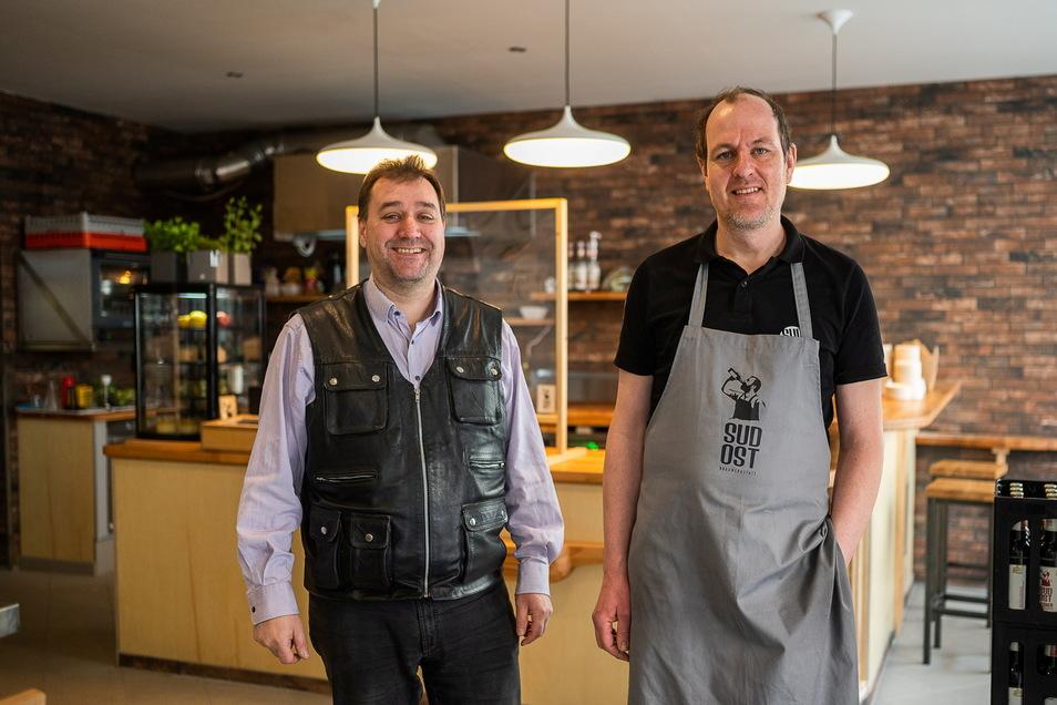 Braumeister Matthias Grall und Koch Lars Miethe in der Brauwerkstatt Sudost: Neuerdings wird hier auch ein Mittagsimbiss auf der Jakobstraße 4 angeboten.
