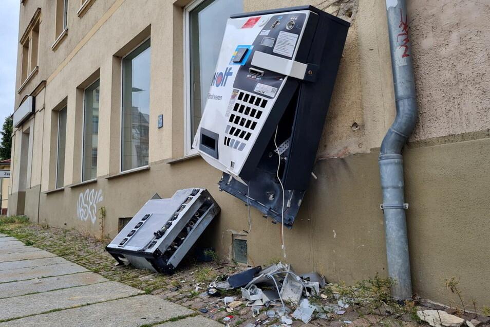 Der Zigarettenautomat an der St.-Georgen-Straße in Döbeln wurde in der Nacht zum Mittwoch von Unbekannten gesprengt.