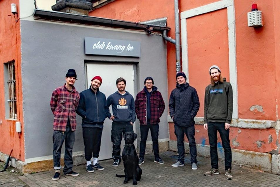 Sechs Freunde haben in einem Neustädter Hinterhof eine Halle gemietet, um Platz für Ideen aus dem Viertel zu machen.