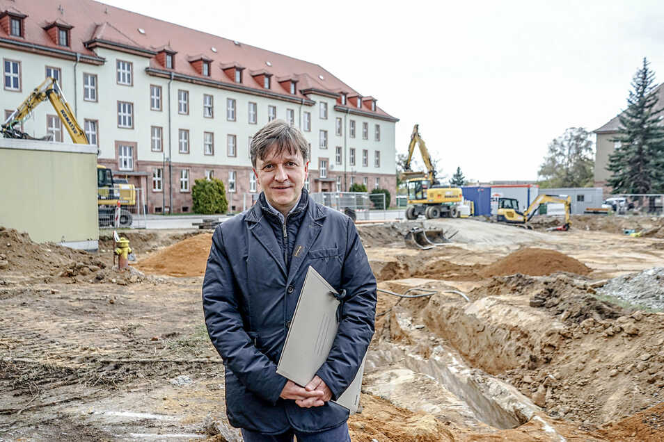 Dort, wo Jaroslaw Golaszewski vom Staatsbetrieb Sächsisches Immobilien- und Baumanagement steht, soll Ende nächsten Jahres die neue Pforte zur Polizeihochschule stehen.