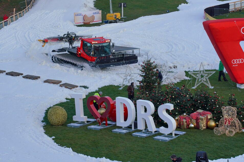 Auch 2021 wird am vierten Adventswochenende der Pistenbully am Elbufer unterwegs sein. Die fünfte Auflage des Ski-Weltcups in Dresden ist bereits beschlossene Sache.