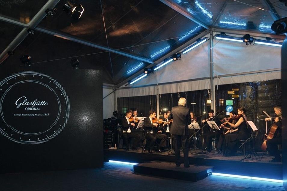 Zur Boutique-Eröffnung spielte auch das Gustav-Mahler-Orchester unter der Leitung von Alexei Kornienko.
