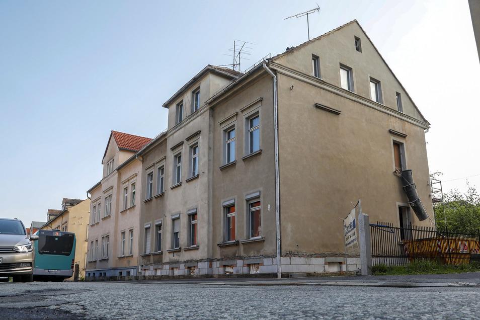 Die Eckartsberger Straße 8 in Zittau wird endlich hübsch gemacht. Das Diakoniewerk saniert das Haus, in dem Außenwohngruppen untergebracht sind.