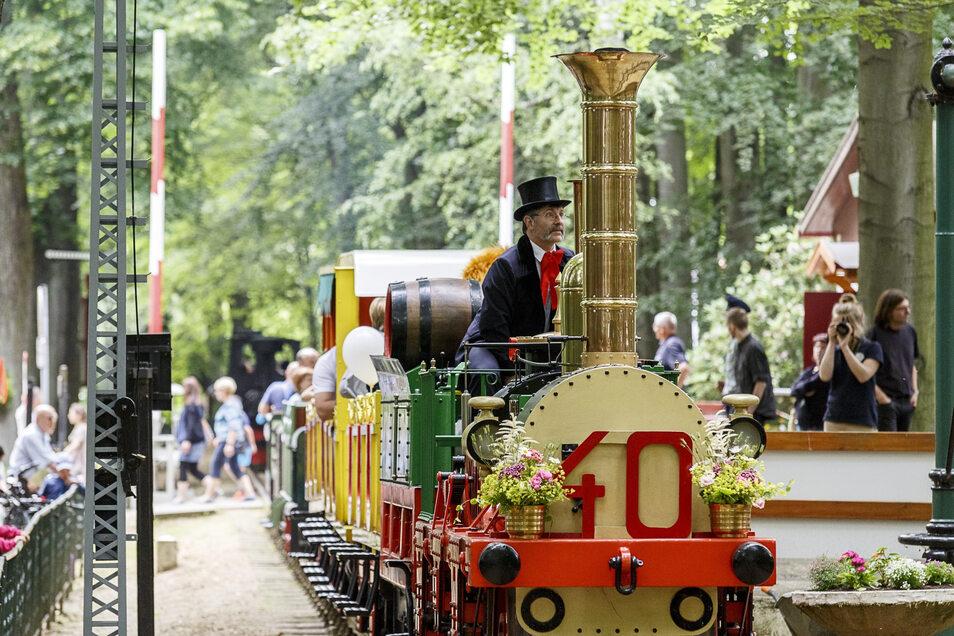 In den Sommermonaten dreht die Görlitzer Parkeisenbahn auch mittwochs ihre Runde im Freizeitpark zwischen Landskron-Brauerei und Weinberghaus.