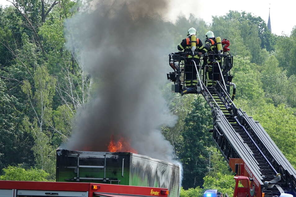 Glücklicherweise schaffte es der Lkw-Fahrer noch aus dem Tunnel.