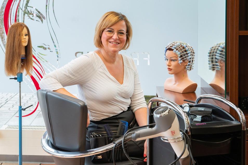 Monique Tangelst aus Kalkreuth ist jetzt Friseurmeisterin. Sie arbeitet in der Helena Friseur GmbH in Coswig.