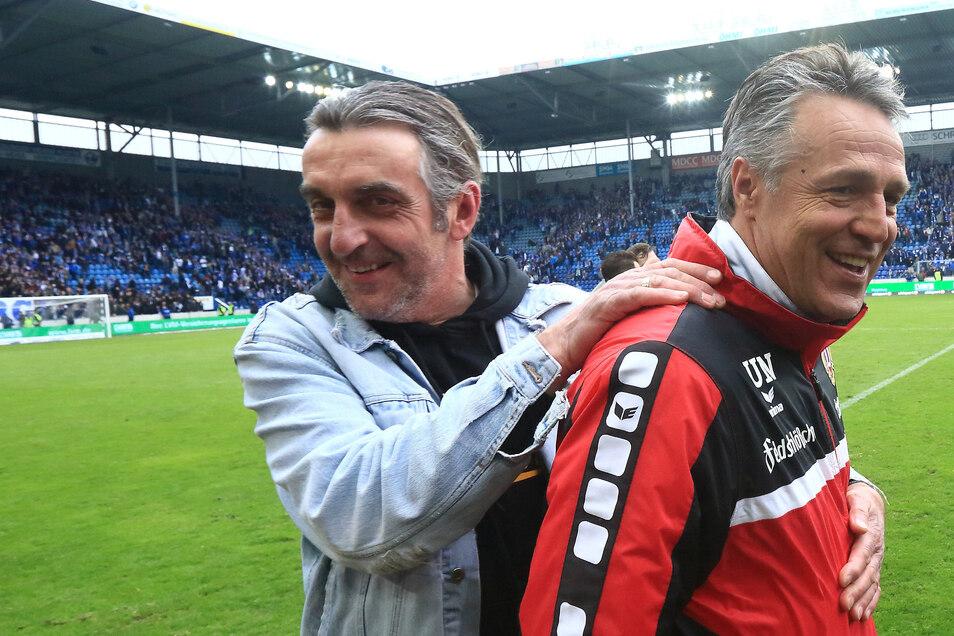 Da war die Dynamo-Welt noch in Ordnung: 2016 feierte Dynamos Sportdirektor Ralf Minge in Jeansjacke gemeinsam mit dem damaligen Trainer Uwe Neuhaus den Aufstieg in die 2. Bundesliga.