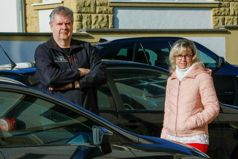 Sie waren beim Autokorso dabei: Durch die Corona-Pandemie steht die Firma von Peter Peschel vor dem Aus. Mit Corina Lehmitz ist er befreundet. Sie nimmt die Medien-Infos nicht 1:1 hin.