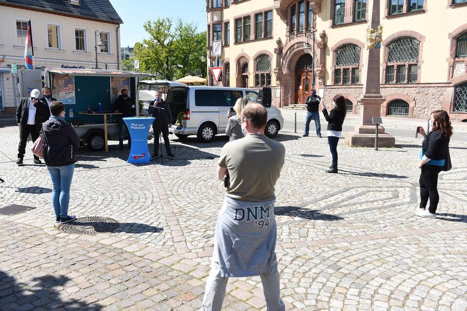 Zur Versammlung auf dem Waldheimer Obermarkt kamen etwa 15 Teilnehmer. Die Ansprachen waren kurz.