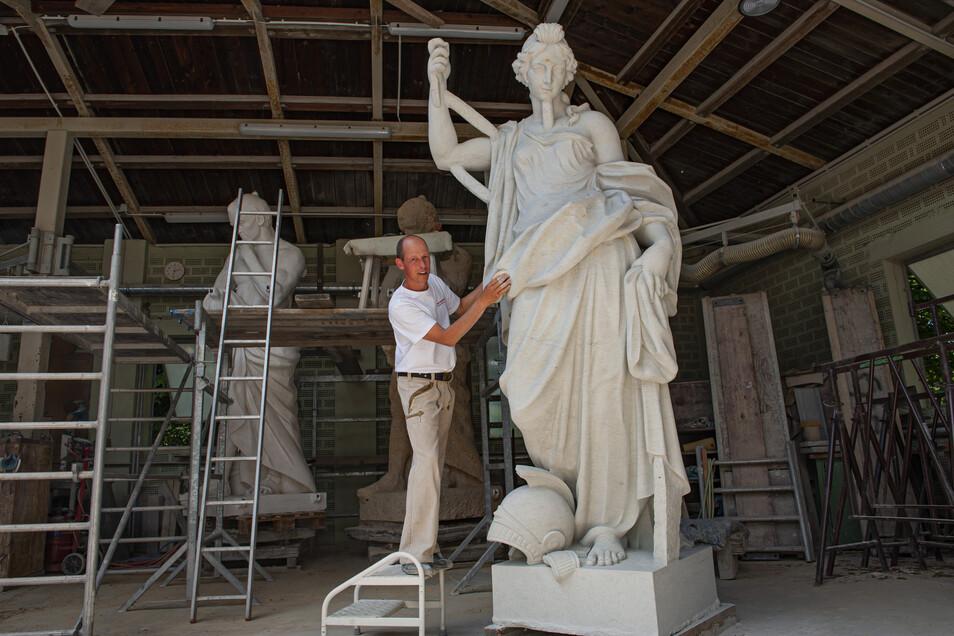 Rund siebeneinhalb Monate benötigte Dennis Klingner für die originalgetreue Nachbildung der Pax. Demnächst geht die Friedensgöttin von Großenhain nach Berlin.