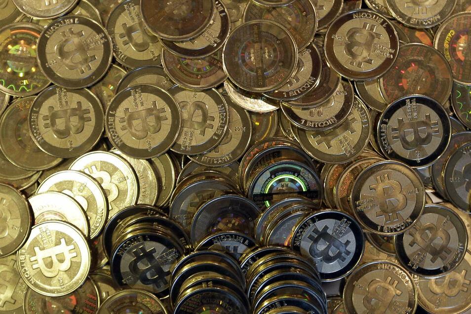 """Bitcoin Münzen - nur eine Visualisierung. Das Prinzip """"Bitcoin"""" ist nur digital möglich."""