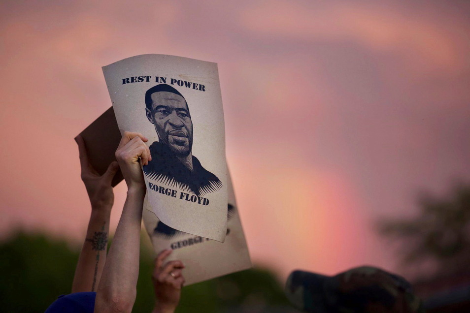 Knapp zehn Monate nach dem gewaltsamen Tod von George Floyd beginnt nun in Minneapolis der  Prozess gegen den Ex-Polizisten Derek Chauvin. Floyds Tod hatte in Massenproteste gegen Polizeigewalt und Rassismus ausgelöst.