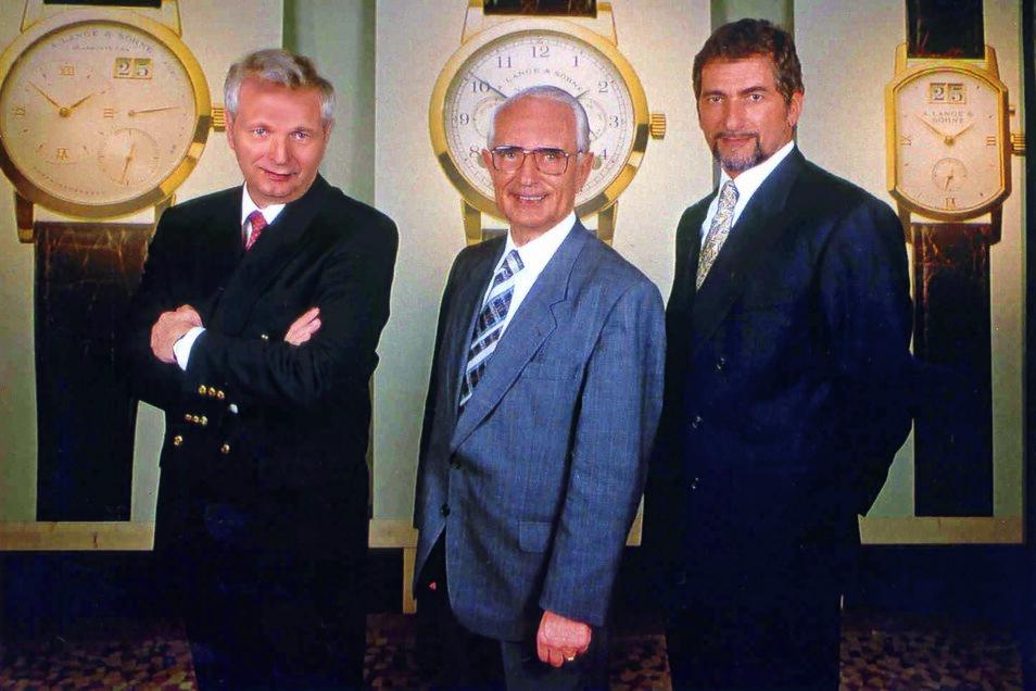 Die Männer der ersten Stunde der Firma Lange GmbH: Hartmut Knothe (links), Walter Lange (Mitte) und Günter Blümlein bei der Vorstellung der Lange-Uhren im Dresdener Schloss 1994.