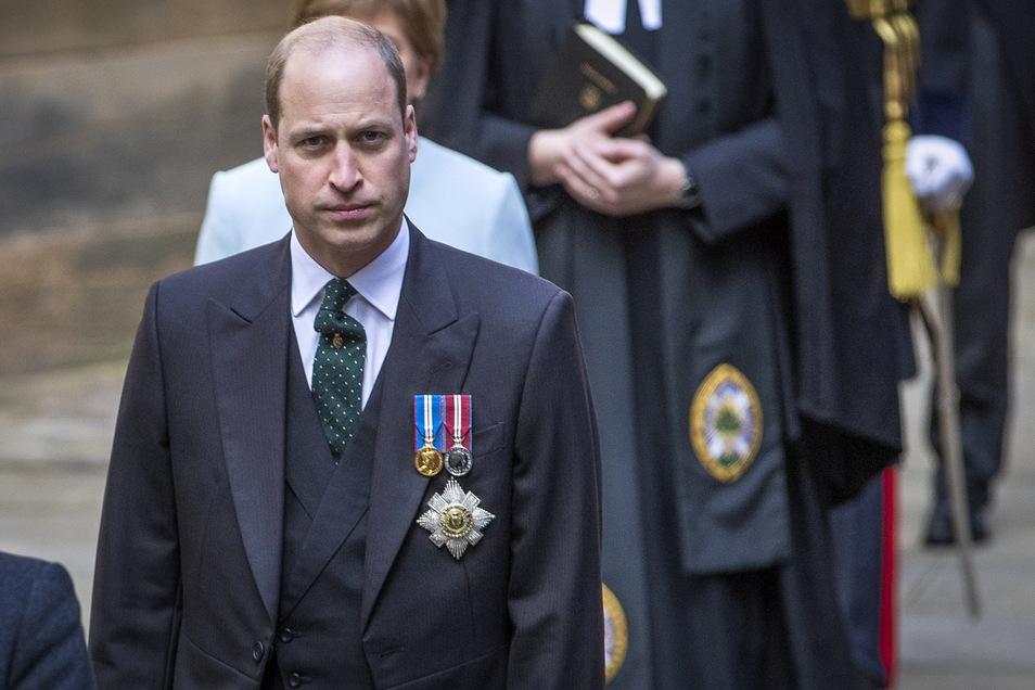 Großbritannien, Edinburgh: Prinz William (r), Herzog von Cambridge, trifft zur Eröffnungszeremonie der Generalversammlung der Kirche von Schottland ein, bei der er eine Rede als Lord High Commissioner hält.