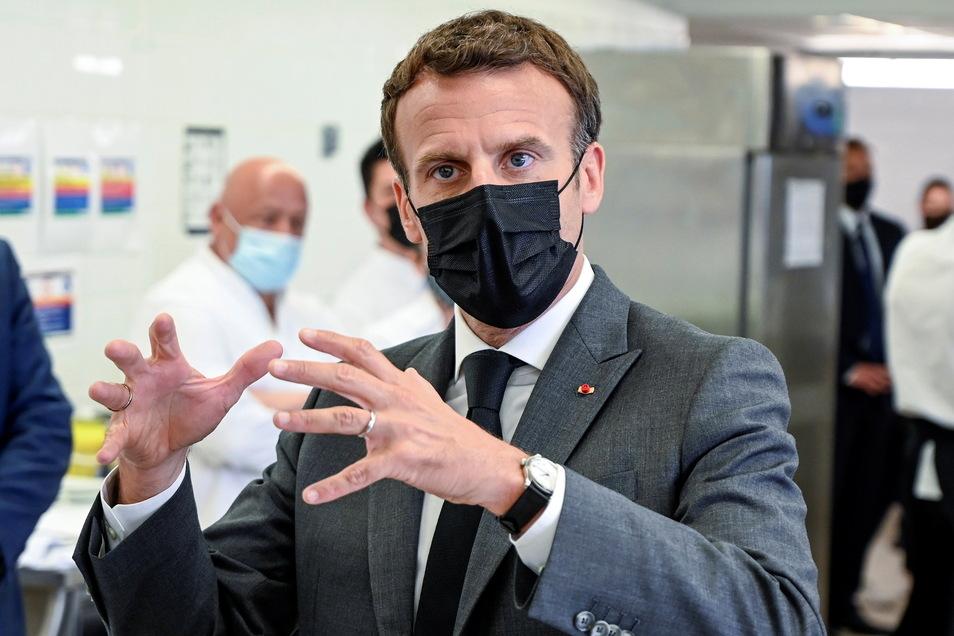 Frankreichs Präsident Emmanuel Macron ist während eines Besuchs in einer Kleinstadt in der Nähe von Lyon ins Gesicht geschlagen worden.