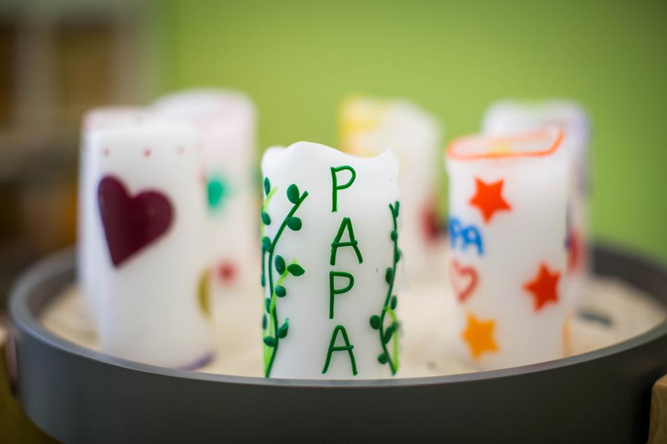 Mit einem Kerzen-Ritual beginnt jedes Treffen im Kindertrauerzentrum Lacrima.