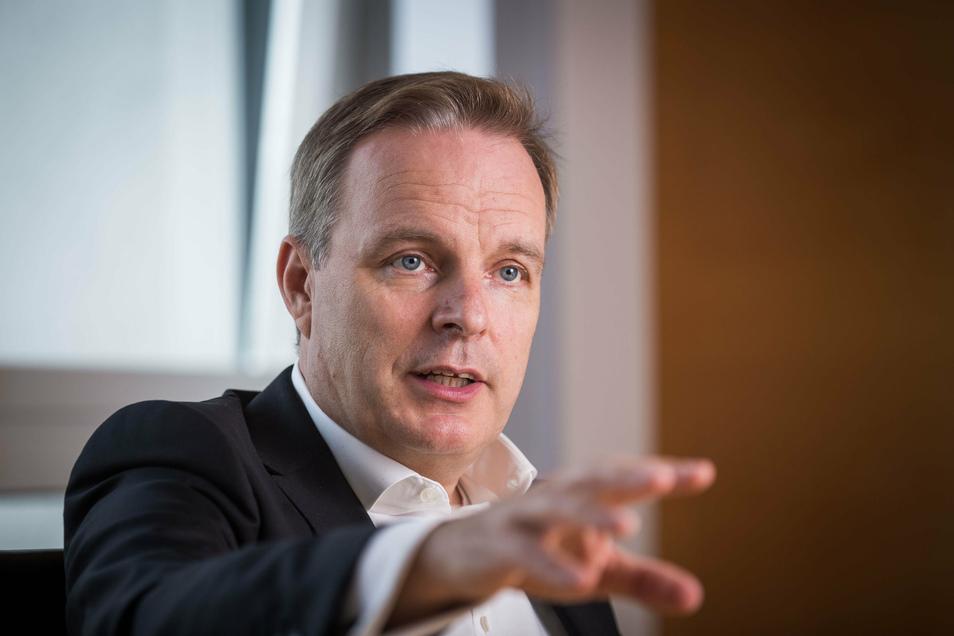 Drewag- und Enso-Chef Frank Brinkmann versichert, dass auch die Verbraucher von der Fusion zum großen Kommunalversorger profitieren werden.