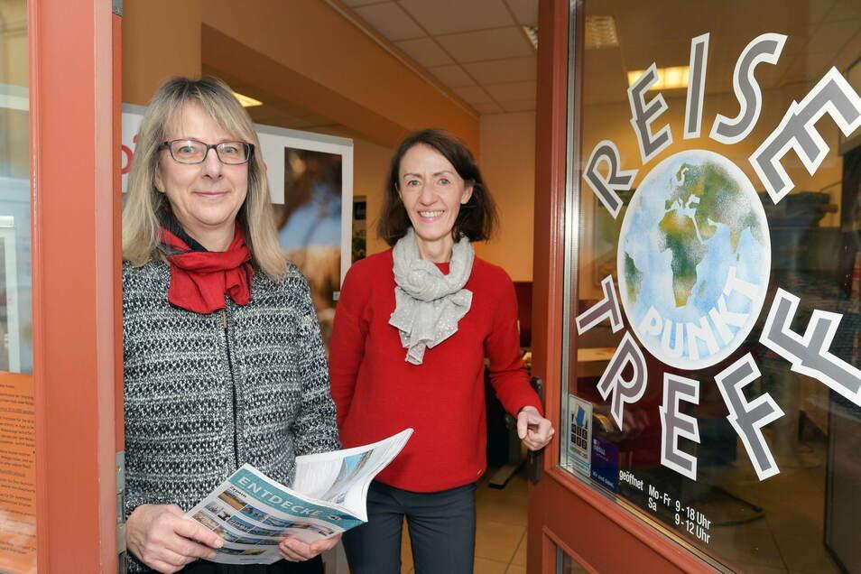 """Birgit Gruner und Simone Hempel (r.) betreiben das Reisebüro """"Reise-Treffpunkt"""" auf der Böhmischen Straße in Zittau."""