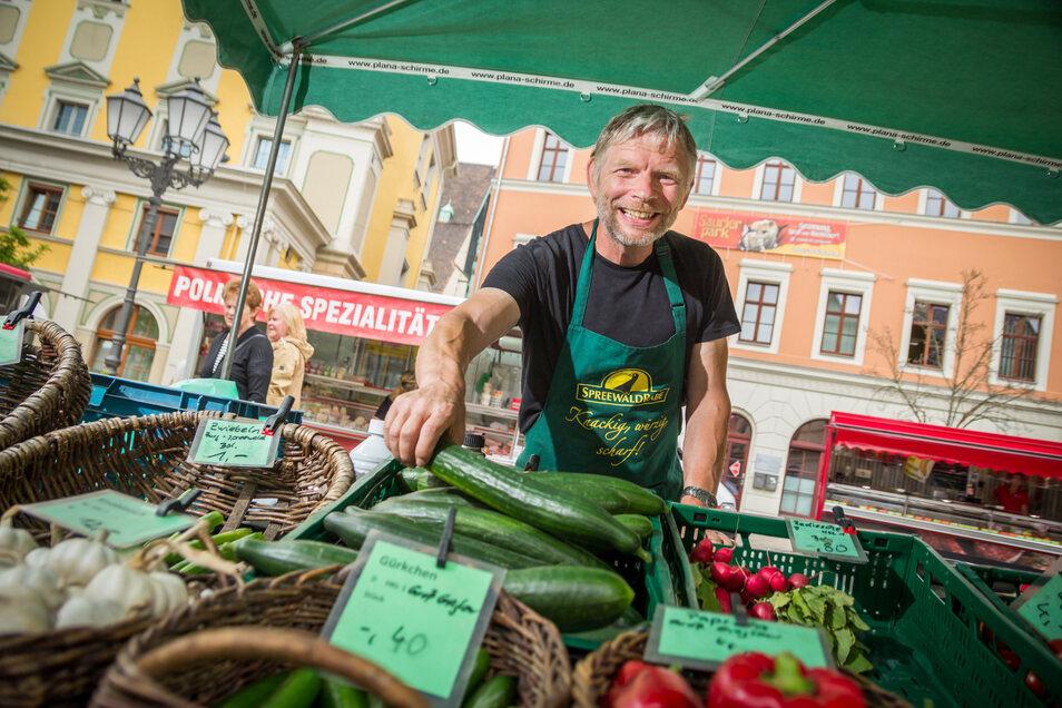 Spreewaldprodukte-Händler auf dem Hauptmarkt Bautzen in Bautzen.