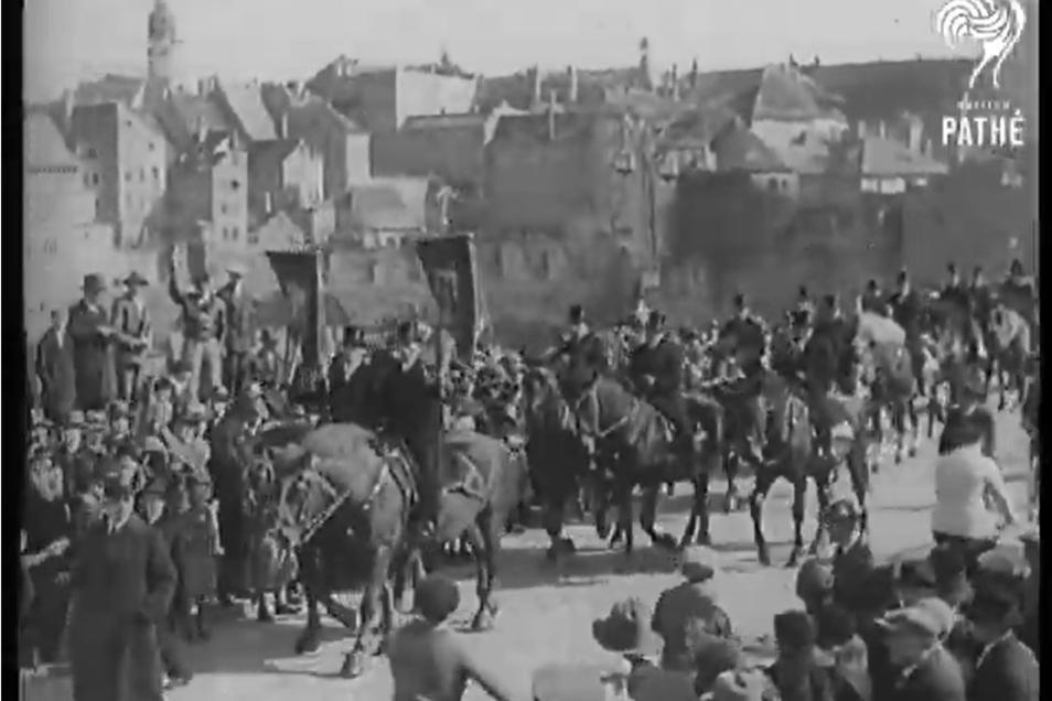 Osterreiter in Bautzen 1932: Szene aus der Kino-Wochenschau Pathé Gazette.