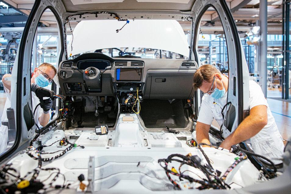 Kann der Sicherheitsabstand von 1,50 Meter nicht eingehalten werden, müssen die Mitarbeiter bei VW in Dresden Masken tragen.