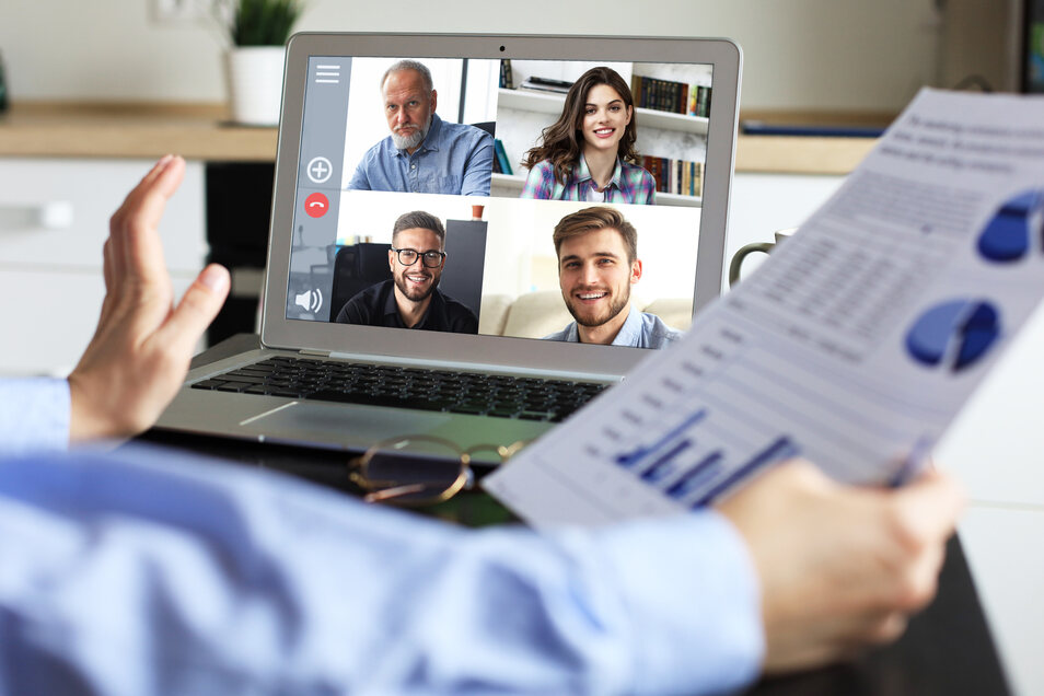 Mit einer guten technischen Ausstattung kann man gegen ermüdende Videokonferenzen vorgehen, sagt eine Expertin. Aber das ist noch nicht alles.